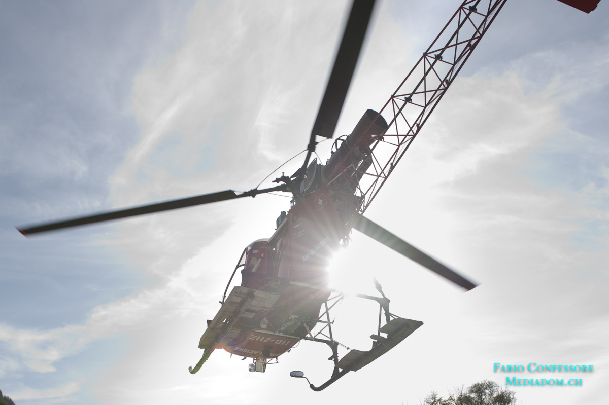 Helikopter beim Fotoflug